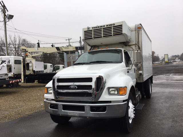 2011 Ford F750 Box Van Truck