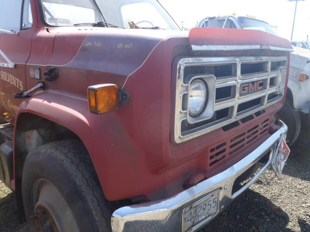 1985 GMC 7000 Tilt HOOD=