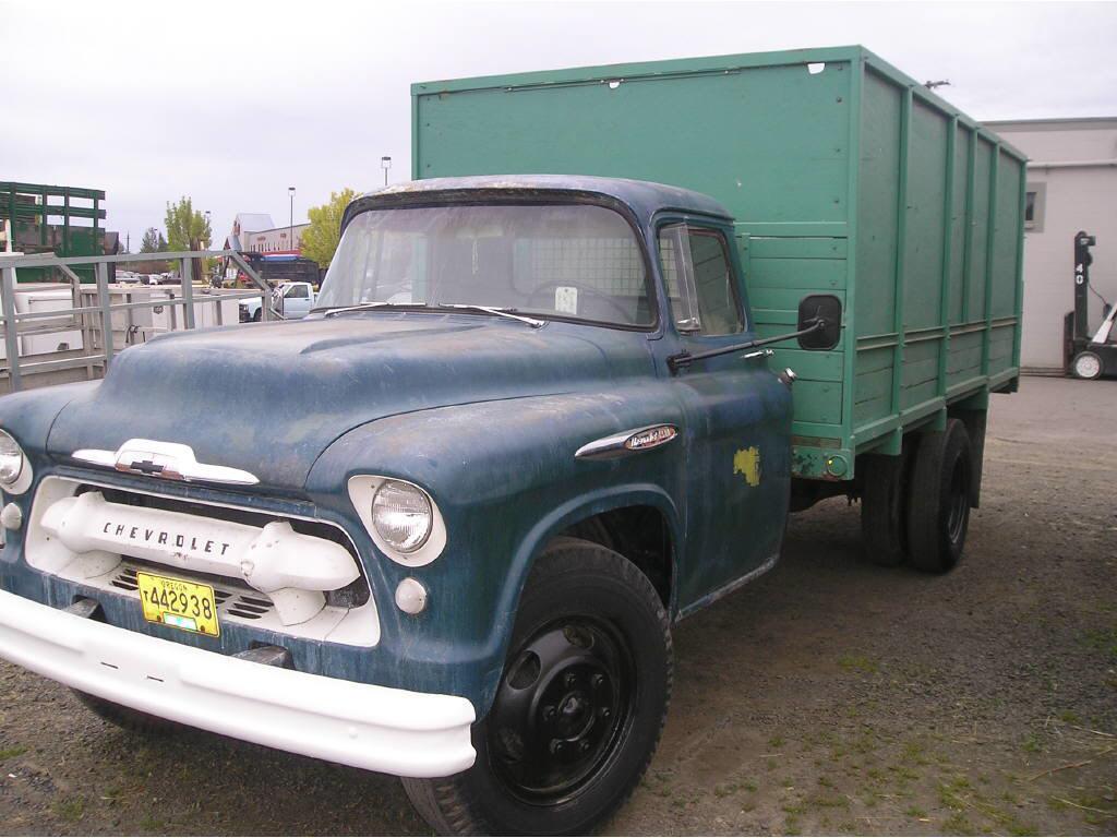 1957 Chevrolet 15' Flatbed Tru