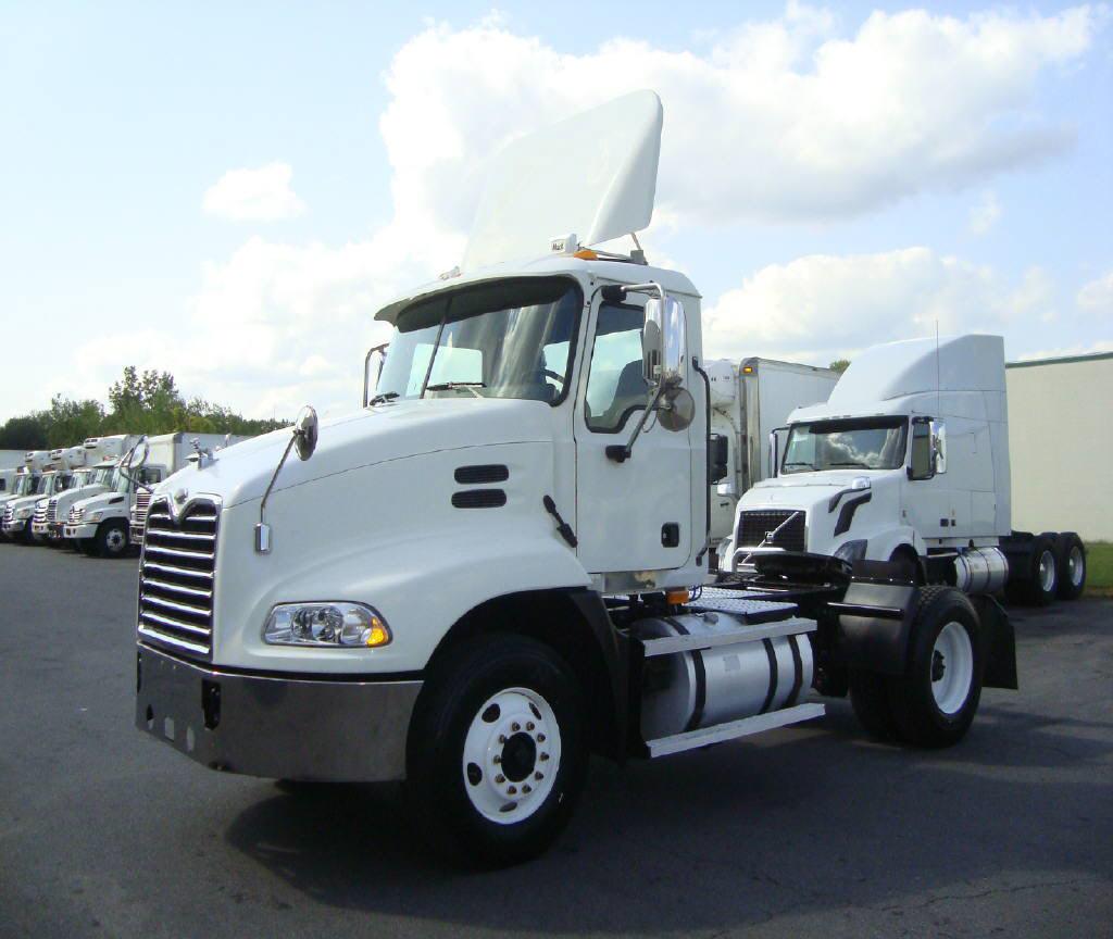 2005 Mack CXN612
