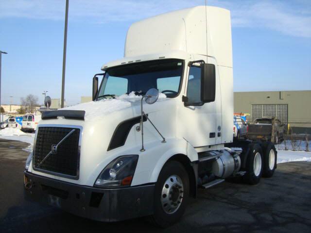 2011 Volvo VNL64T300