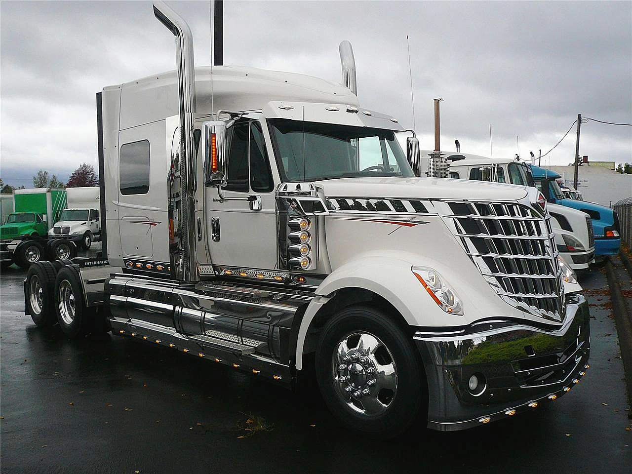 Brand New Semi Trucks For Pictures