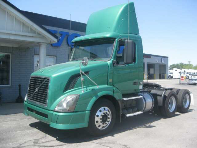 2009 Volvo VNL-300