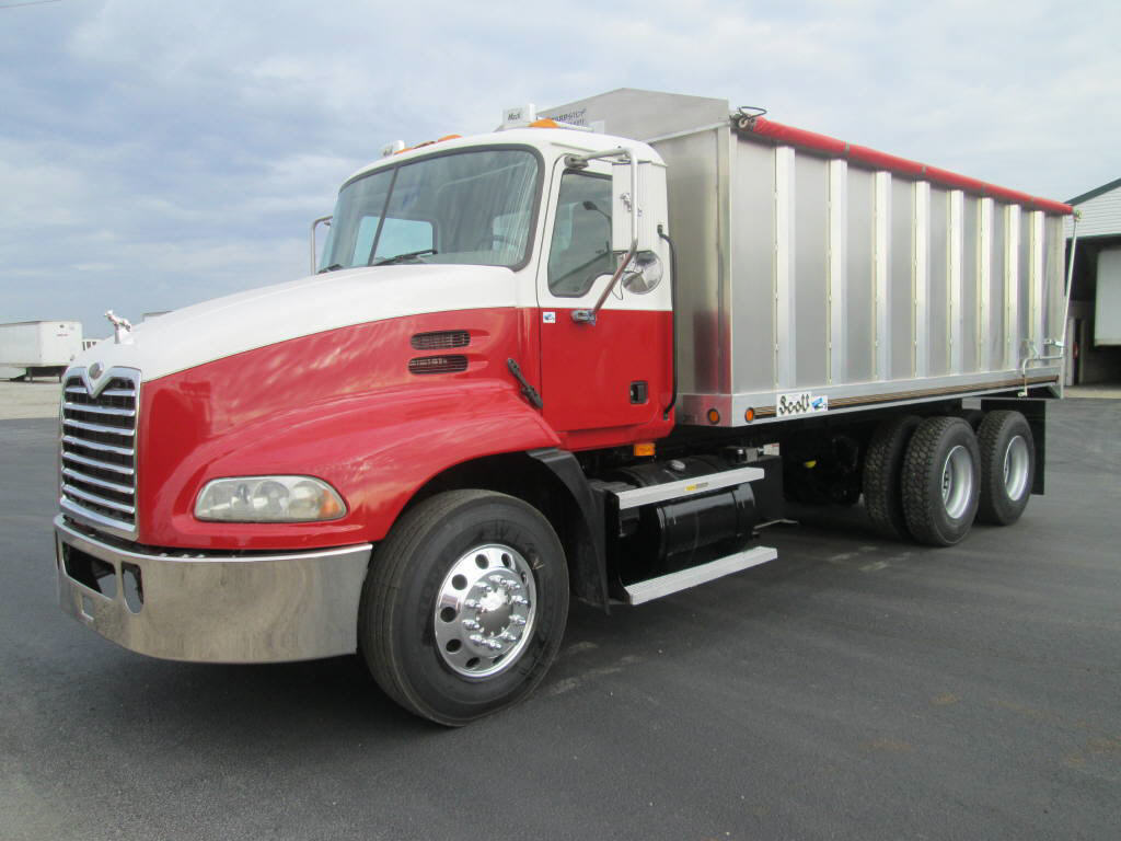 2005 Mack CXN 613