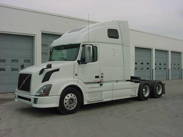 2011 Volvo VNL64T670