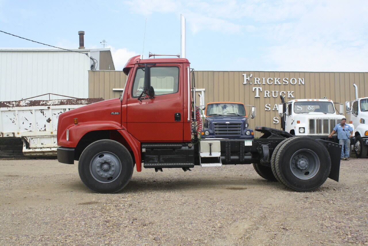 2002 Freightliner Day Cab