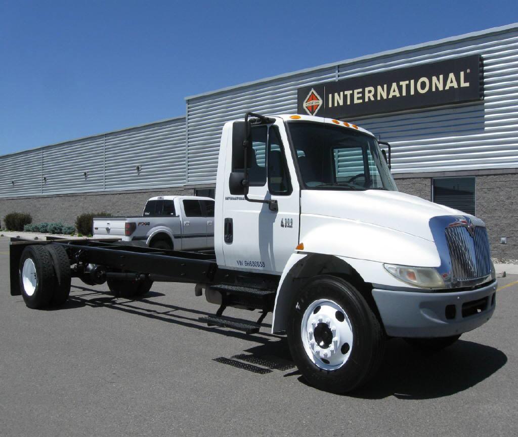 2005 International 4300 SBA 4x2