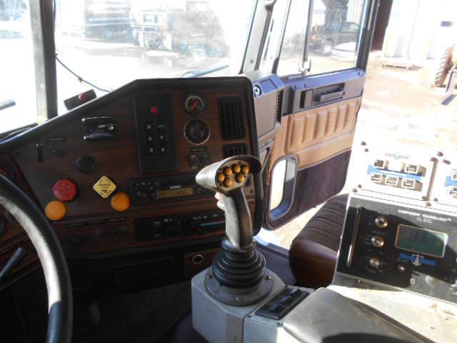 2001 Freightliner FL112 for sale-59137903