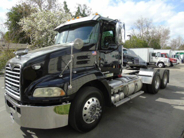 2010 Mack CXU613 3 AXLE N