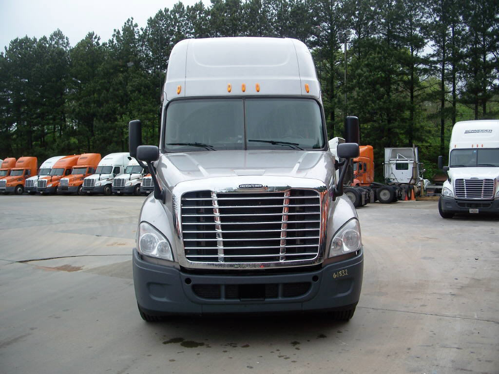 USED 2011 FREIGHTLINER CASCADIA SLEEPER TRUCK #15616