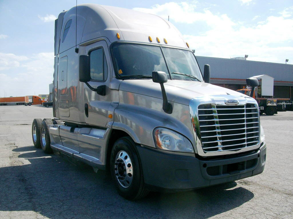 USED 2011 FREIGHTLINER CASCADIA SLEEPER TRUCK #15867