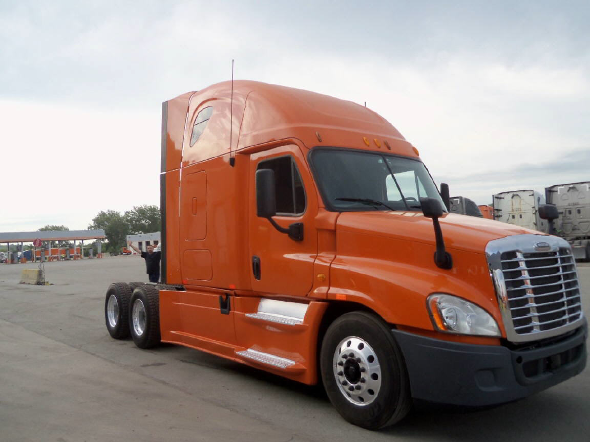 USED 2013 FREIGHTLINER CASCADIA SLEEPER TRUCK #92862
