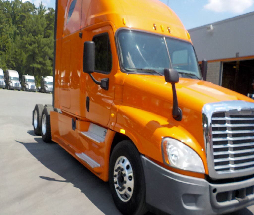 USED 2013 FREIGHTLINER CASCADIA DAYCAB TRUCK #94236