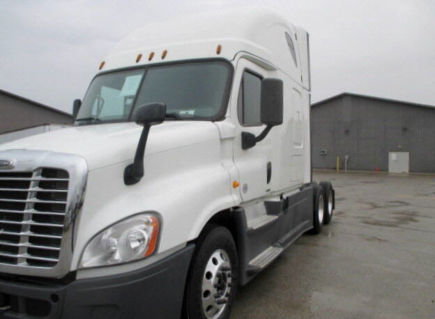 USED 2014 FREIGHTLINER CASCADIA SLEEPER TRUCK #122574