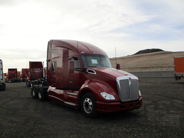 USED 2014 KENWORTH T680 SLEEPER TRUCK #118775