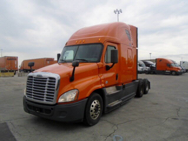 USED 2014 FREIGHTLINER CASCADIA SLEEPER TRUCK #122577