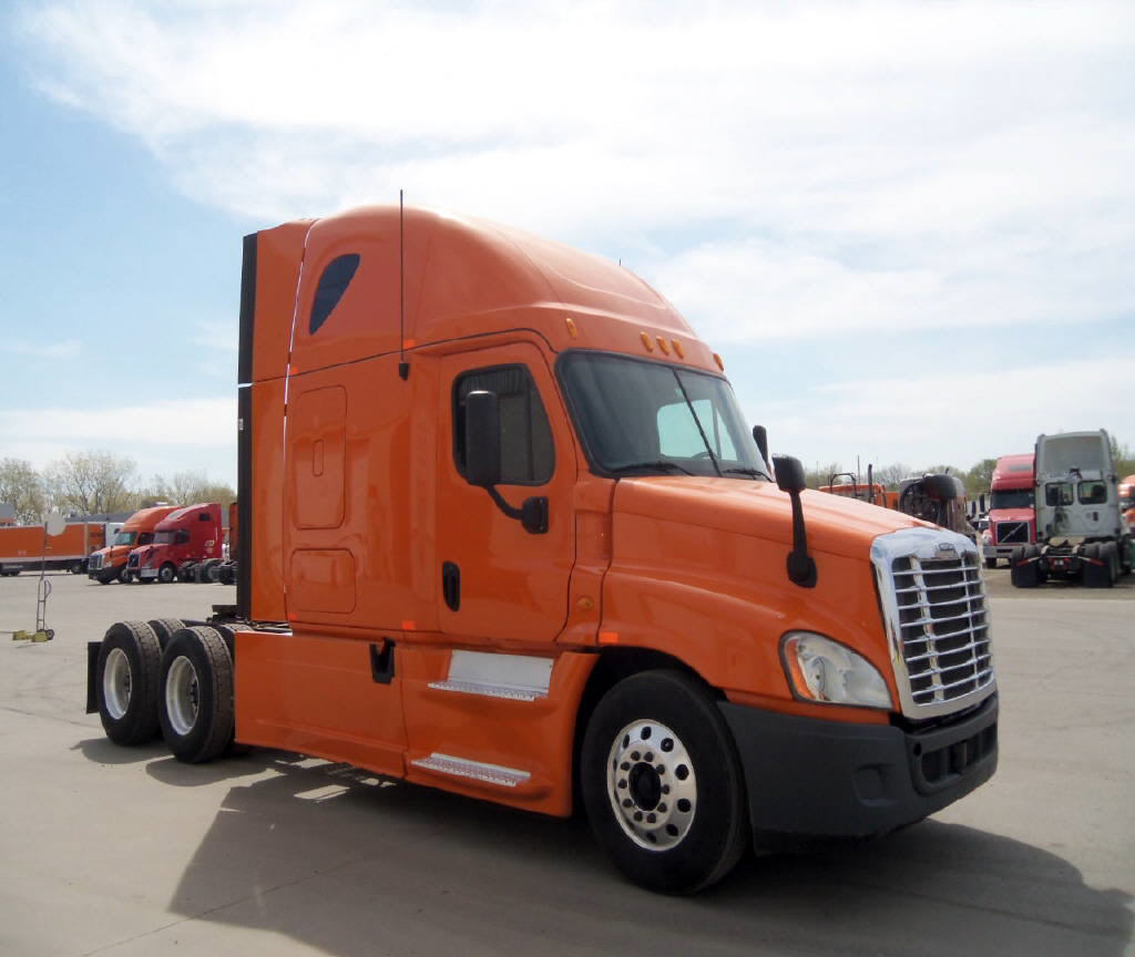 USED 2013 FREIGHTLINER CASCADIA DAYCAB TRUCK #80933