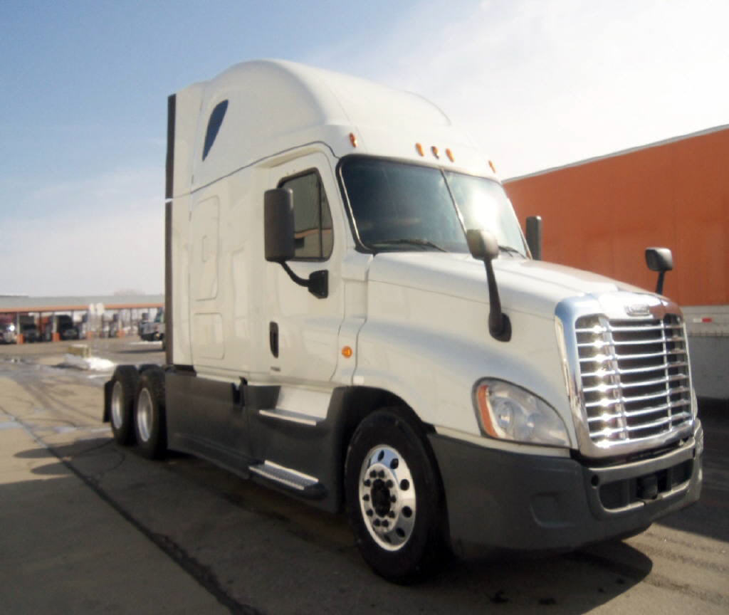 USED 2014 FREIGHTLINER CASCADIA SLEEPER TRUCK #112892