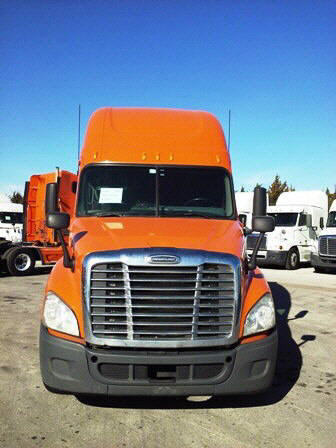 USED 2012 FREIGHTLINER CASCADIA SLEEPER TRUCK #32288