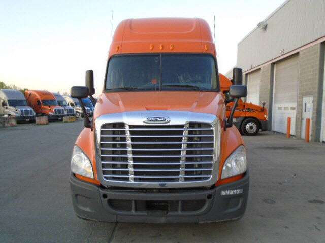 USED 2012 FREIGHTLINER CASCADIA SLEEPER TRUCK #32218