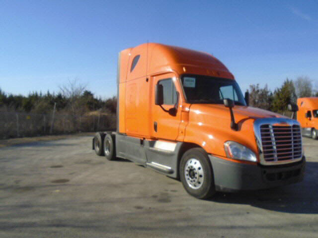 USED 2013 FREIGHTLINER CASCADIA SLEEPER TRUCK #111140
