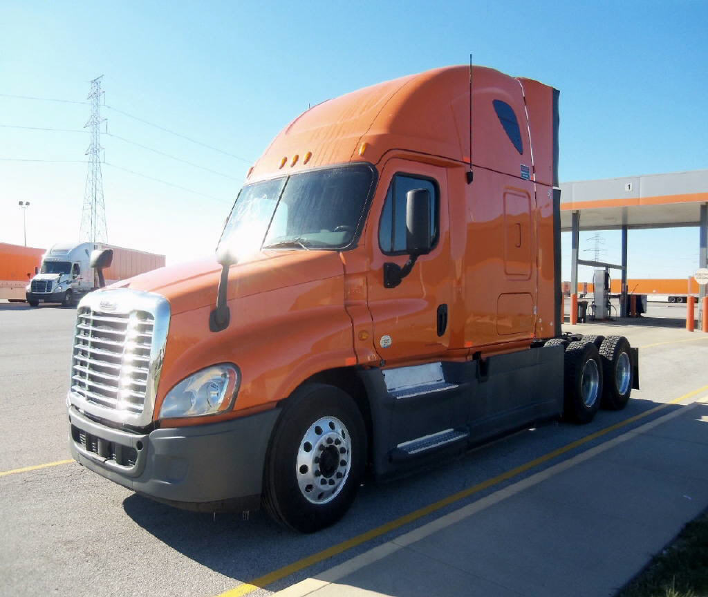 USED 2013 FREIGHTLINER CASCADIA SLEEPER TRUCK #105917