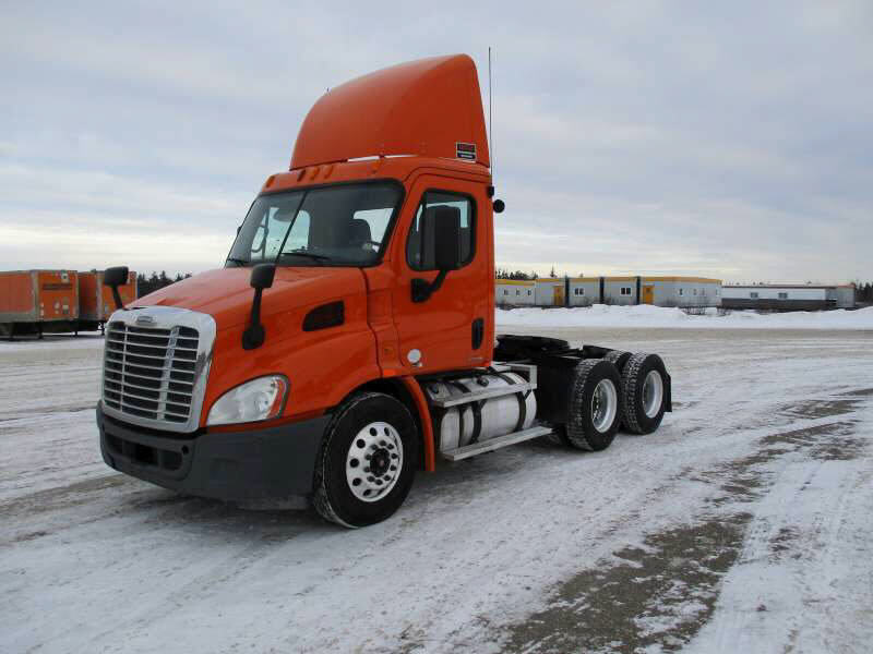 USED 2012 FREIGHTLINER CASCADIA DAYCAB TRUCK #107745