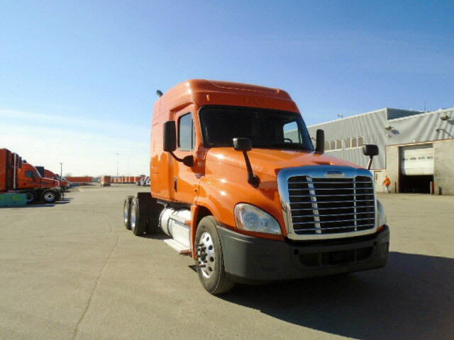 USED 2014 FREIGHTLINER CASCADIA SLEEPER TRUCK #76163