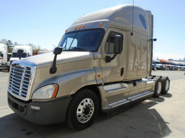 USED 2012 FREIGHTLINER CASCADIA SLEEPER TRUCK #32205
