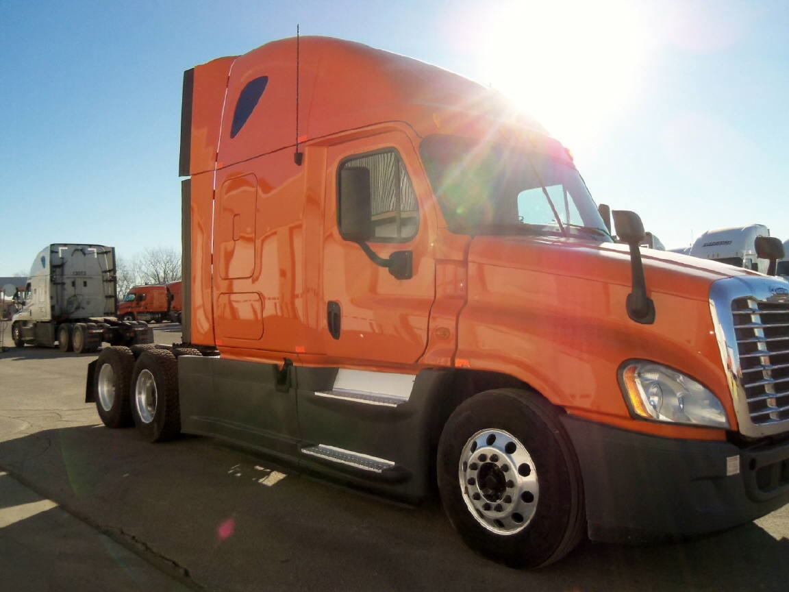 USED 2013 FREIGHTLINER CASCADIA SLEEPER TRUCK #61548