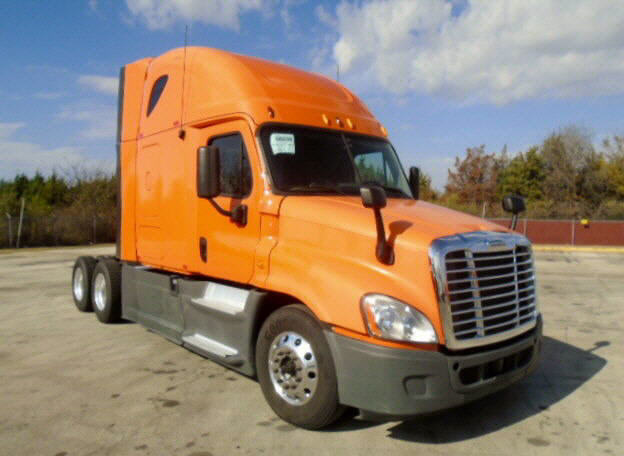 USED 2013 FREIGHTLINER CASCADIA DAYCAB TRUCK #105166