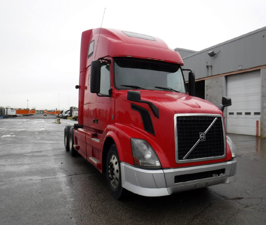 USED 2015 VOLVO 670 SLEEPER TRUCK #104120