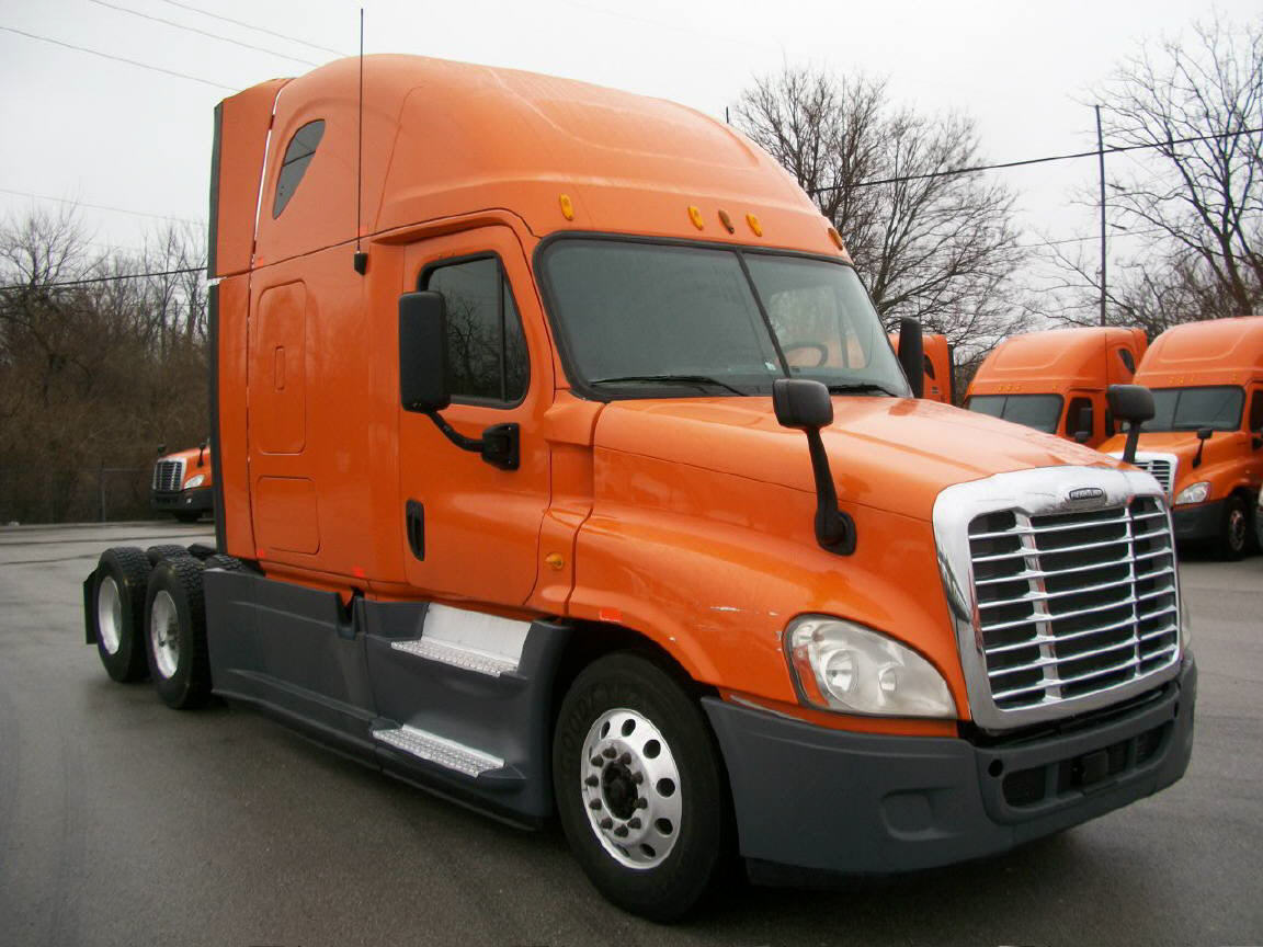 USED 2013 FREIGHTLINER CASCADIA SLEEPER TRUCK #110443