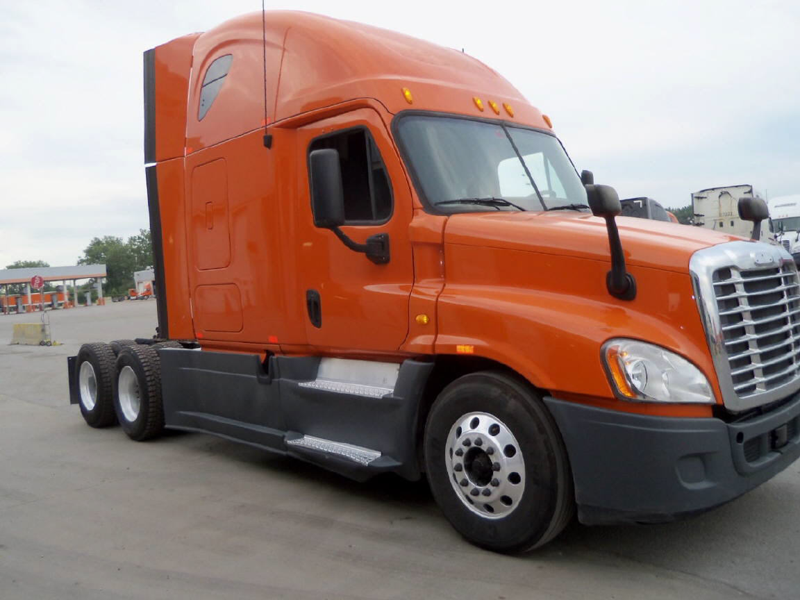 USED 2013 FREIGHTLINER CASCADIA SLEEPER TRUCK #92864