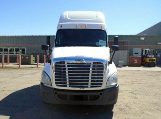 USED 2012 FREIGHTLINER CASCADIA SLEEPER TRUCK #84027