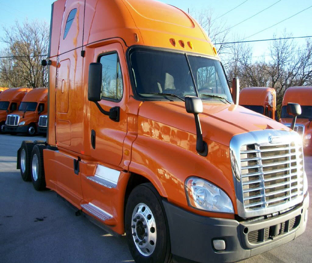 USED 2013 FREIGHTLINER CASCADIA SLEEPER TRUCK #105172