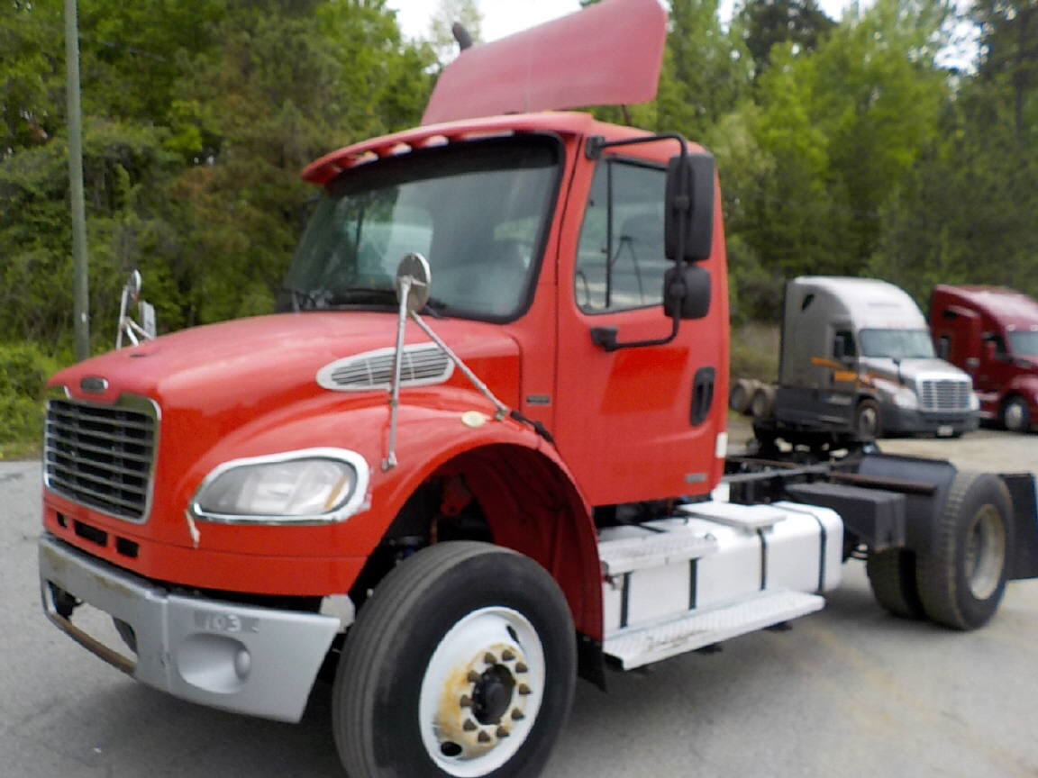 USED 2004 FREIGHTLINER M2 DAYCAB TRUCK #122569