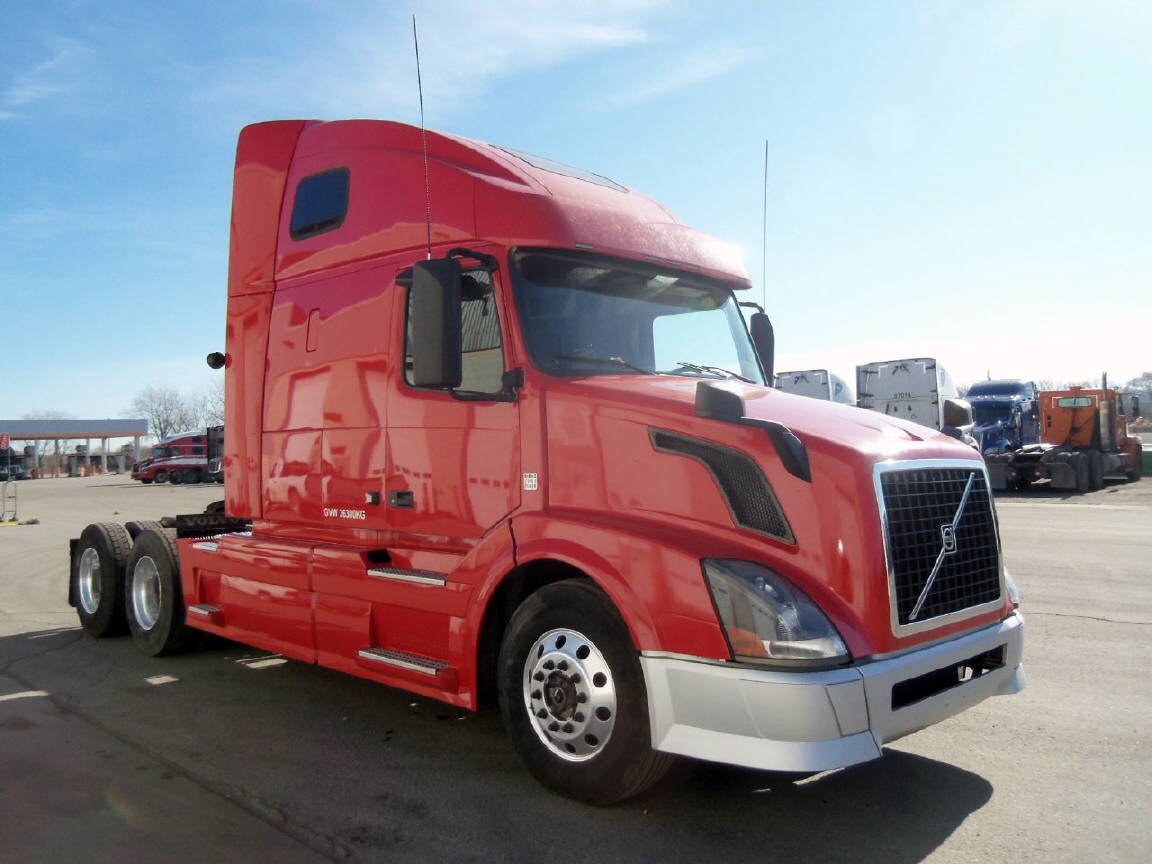 USED 2015 VOLVO 670 SLEEPER TRUCK #104117