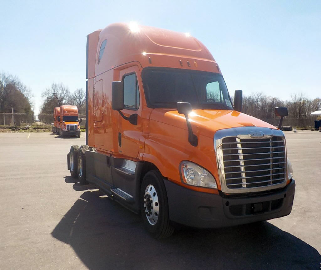 USED 2014 FREIGHTLINER CASCADIA SLEEPER TRUCK #116651