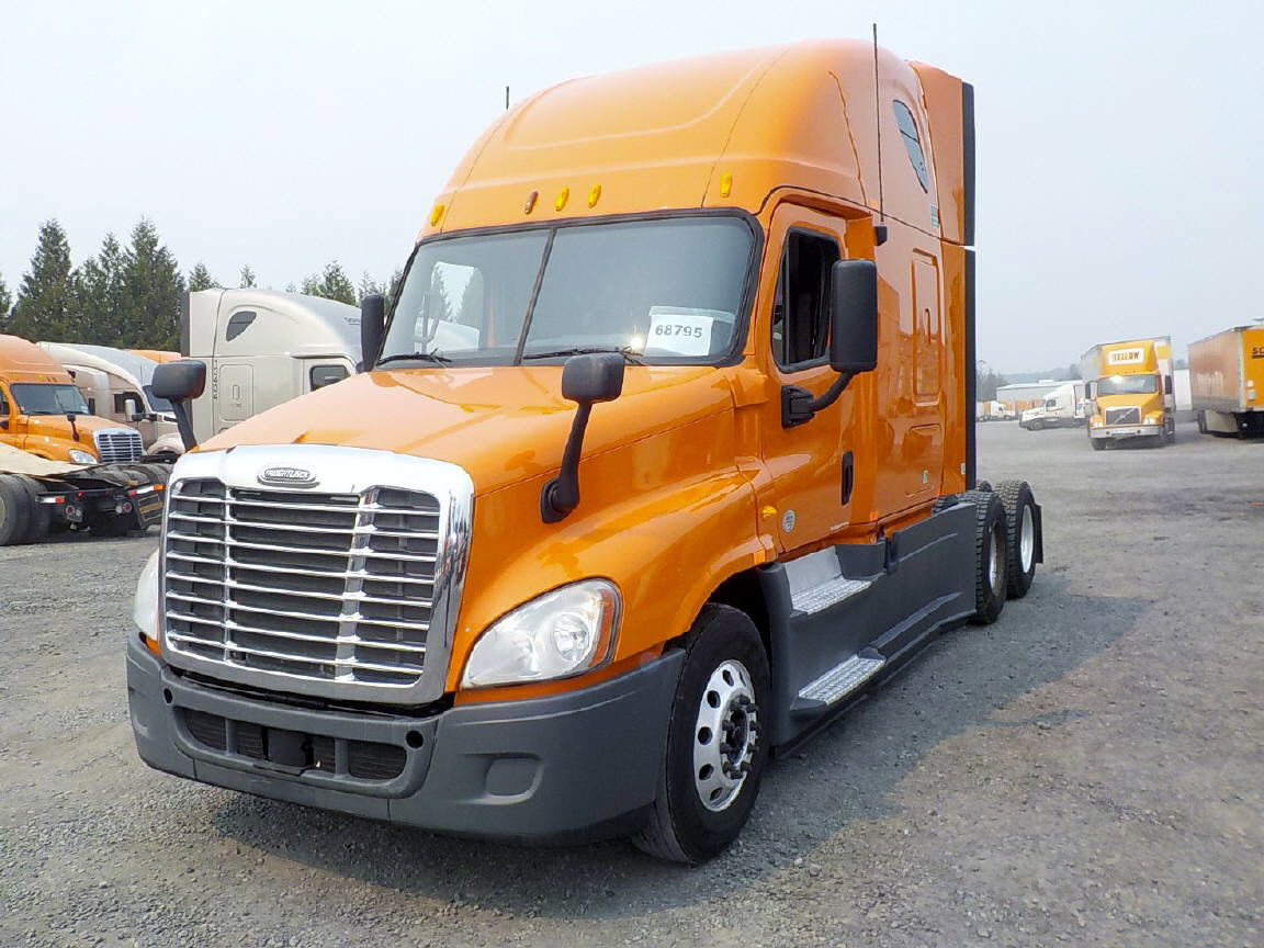 USED 2013 FREIGHTLINER CASCADIA SLEEPER TRUCK #95152