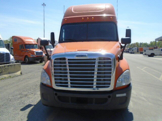 USED 2012 FREIGHTLINER CASCADIA SLEEPER TRUCK #32207