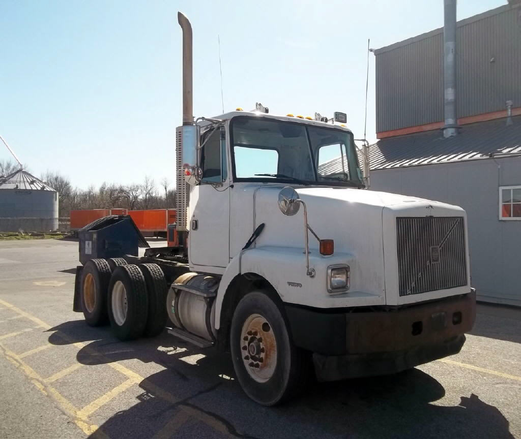 USED 1997 VOLVO WG64T DAYCAB TRUCK #116655