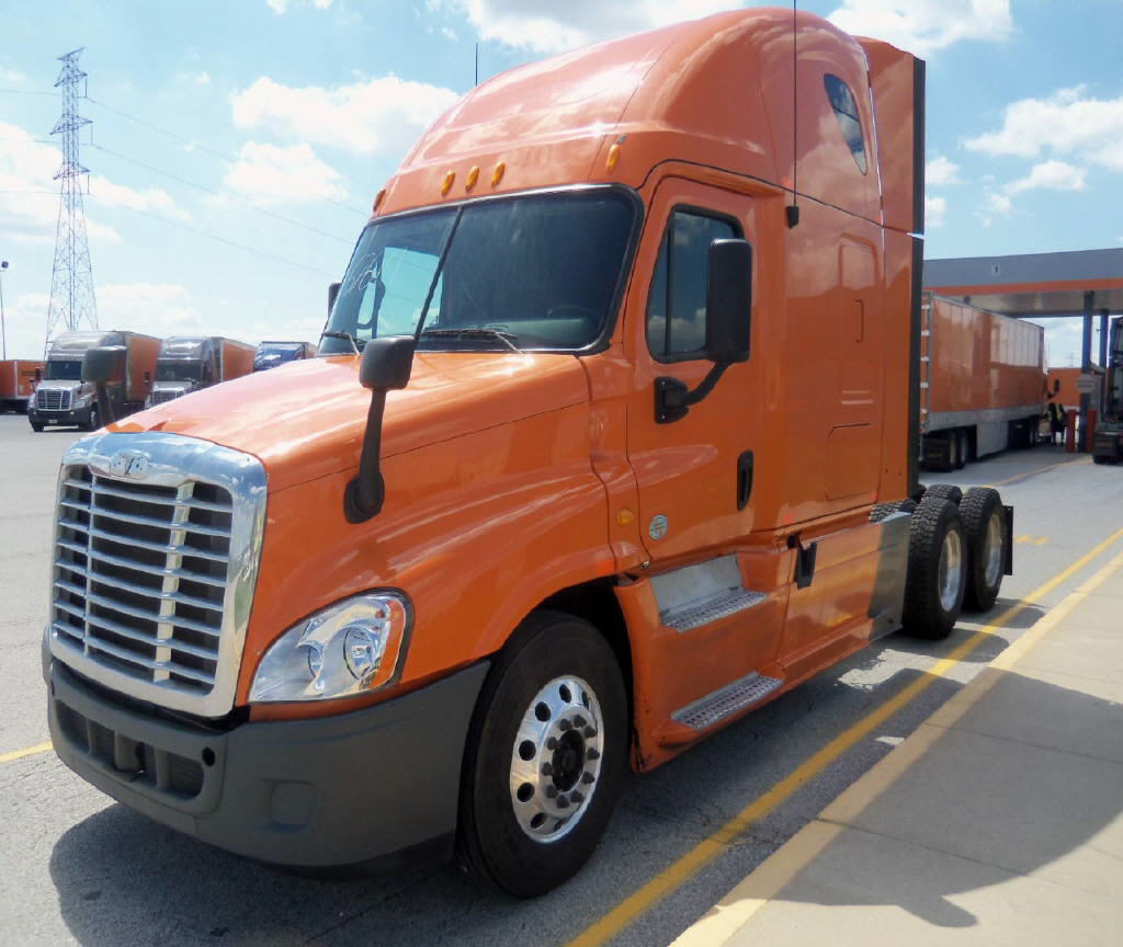 USED 2013 FREIGHTLINER CASCADIA SLEEPER TRUCK #83202