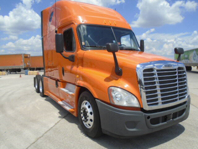 USED 2013 FREIGHTLINER CASCADIA SLEEPER TRUCK #89922