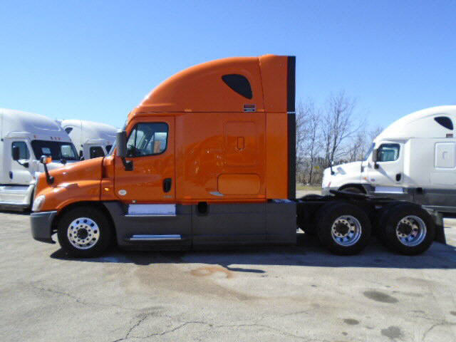 USED 2014 FREIGHTLINER CASCADIA SLEEPER TRUCK #113641