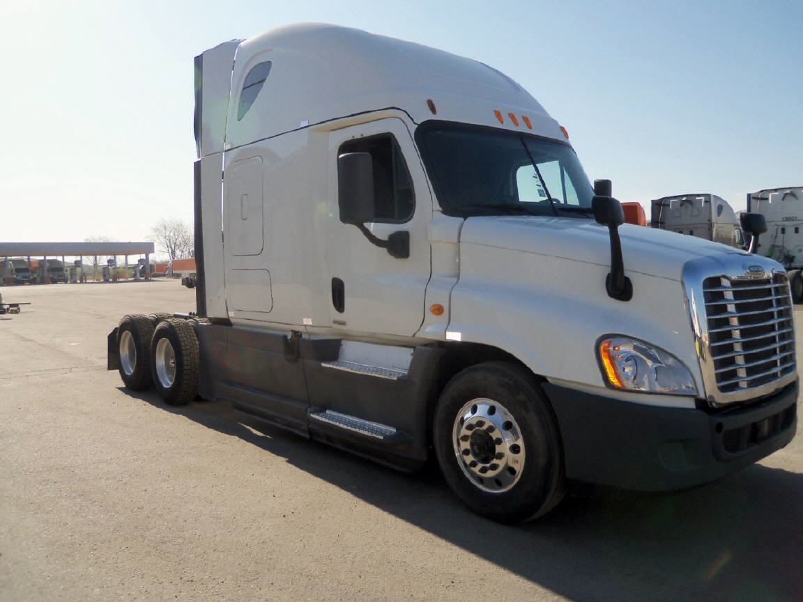 USED 2014 FREIGHTLINER CASCADIA SLEEPER TRUCK #122592