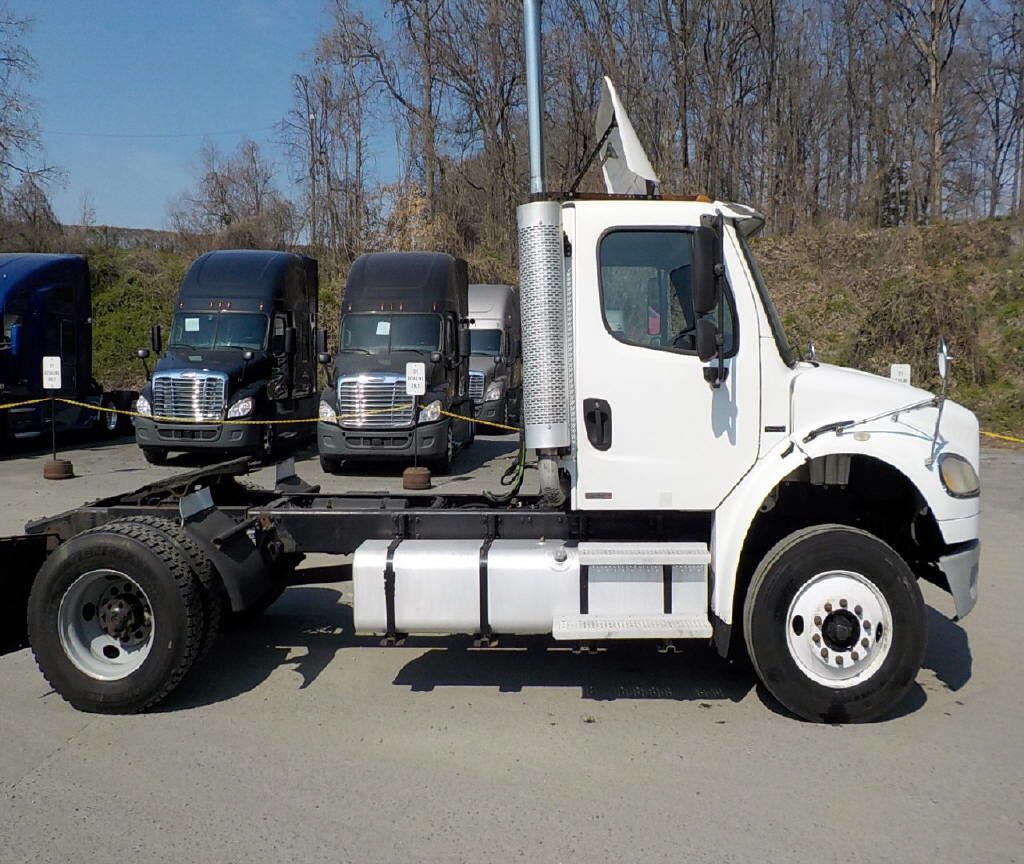 2004 Freightliner M2-106 for sale-59067320