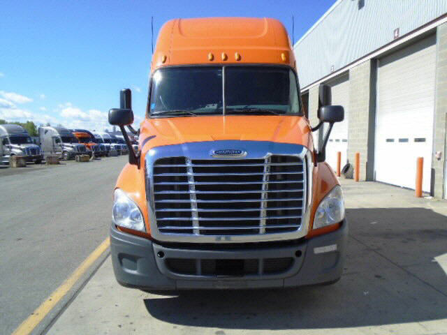 USED 2011 FREIGHTLINER CASCADIA SLEEPER TRUCK #32222