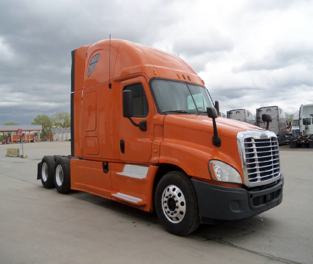 USED 2013 FREIGHTLINER CASCADIA SLEEPER TRUCK #80945