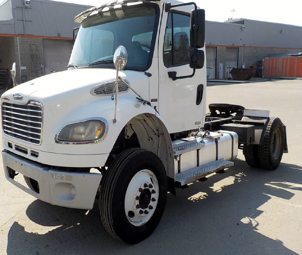 USED 2004 FREIGHTLINER M2-106 DAYCAB TRUCK #116610